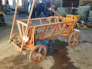 pret car rustic din lemn pentru gradina